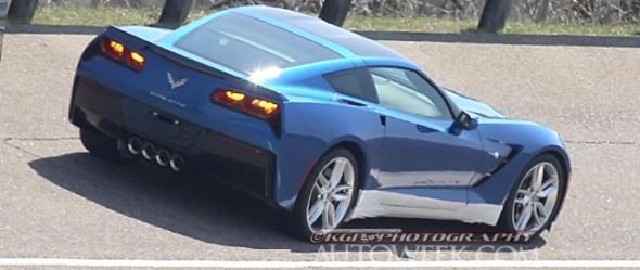 2014_Corvette-C7-Stingray-testing-rear-banking-driving