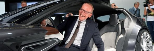 Karl-Thomas Neumann_Opel_Monza_Cockpit
